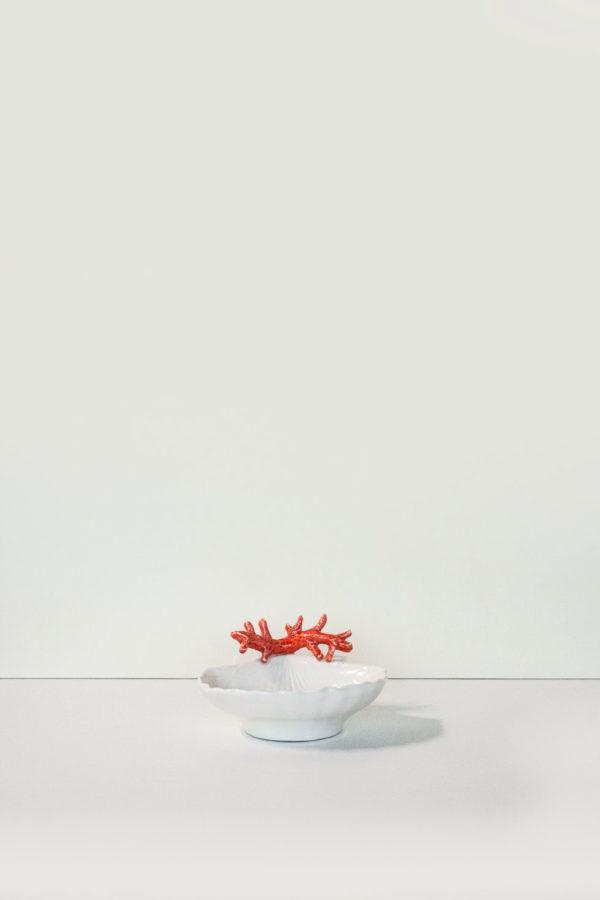 ciotola in ceramica bianca con decorazione corallo rosso