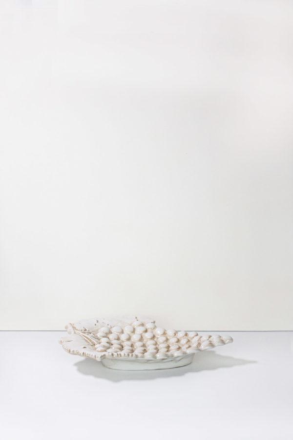 vassoio in ceramica a forma di grappolo d'uva