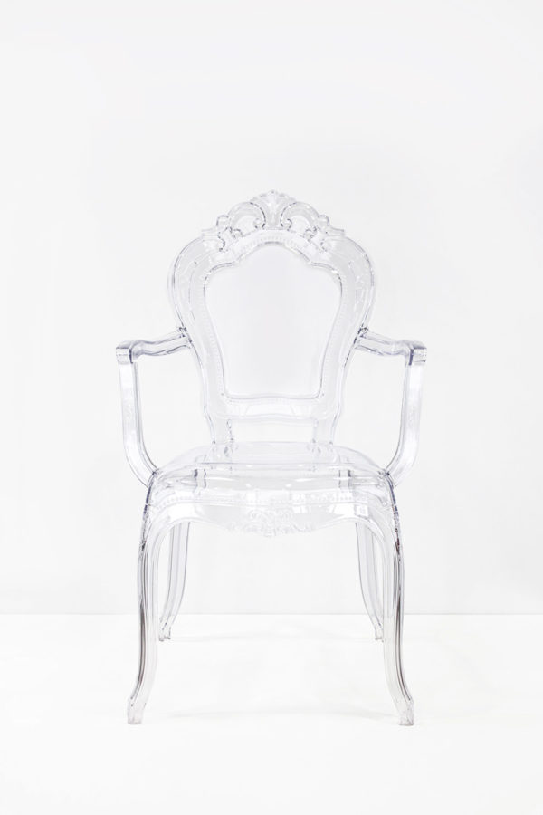 Coppia di sedie in plexiglass con braccioli in stile barocco