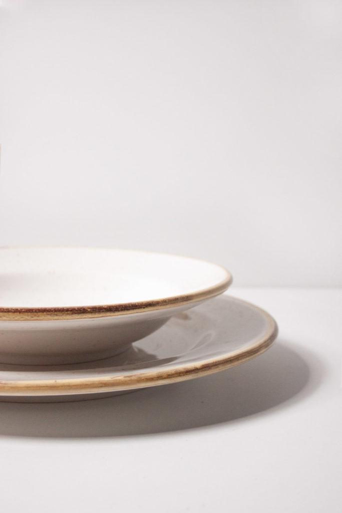 Servizio di piatti bianco stile Country