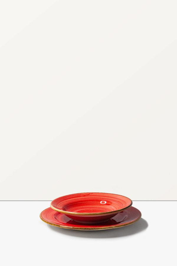 Servizio di piatti rosso stile Country