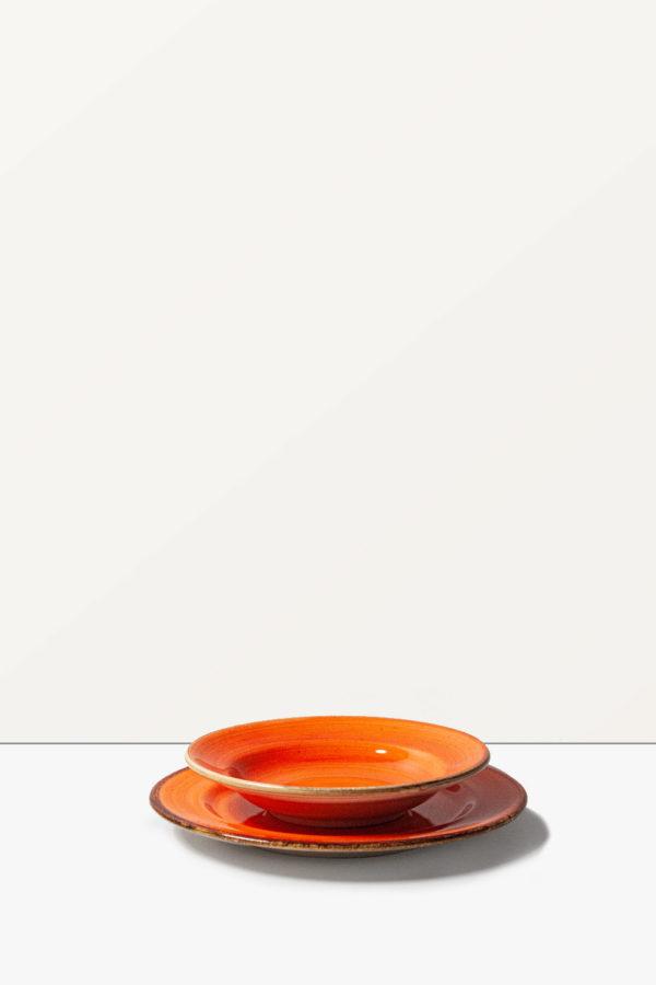Servizio di piatti arancione stile Country