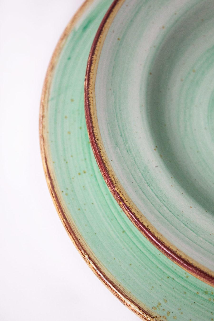 Servizio di piatti color acqua marina stile Country