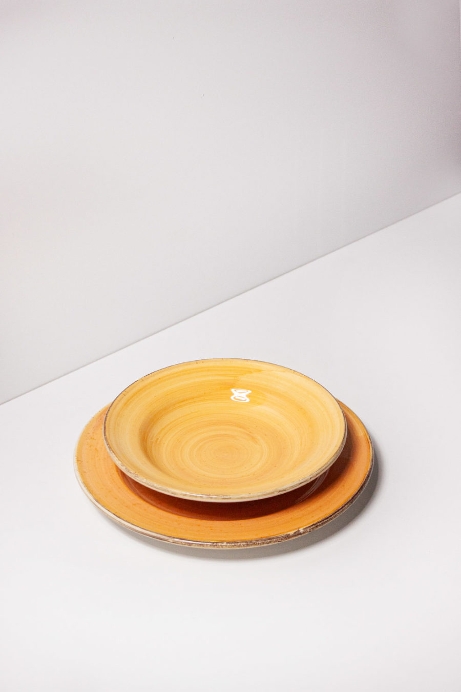 Servizio di piatti giallo stile Country