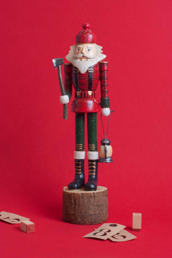 Burattino boscaiolo natalizio