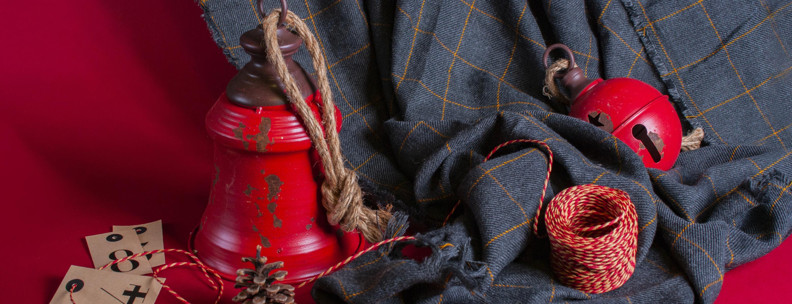 Decora la tua casa per le feste di Natale ma dandole un tocco del tutto nuovo. Scopri la nostra collezione di campane e sonagli in latta dallo stile grunge.