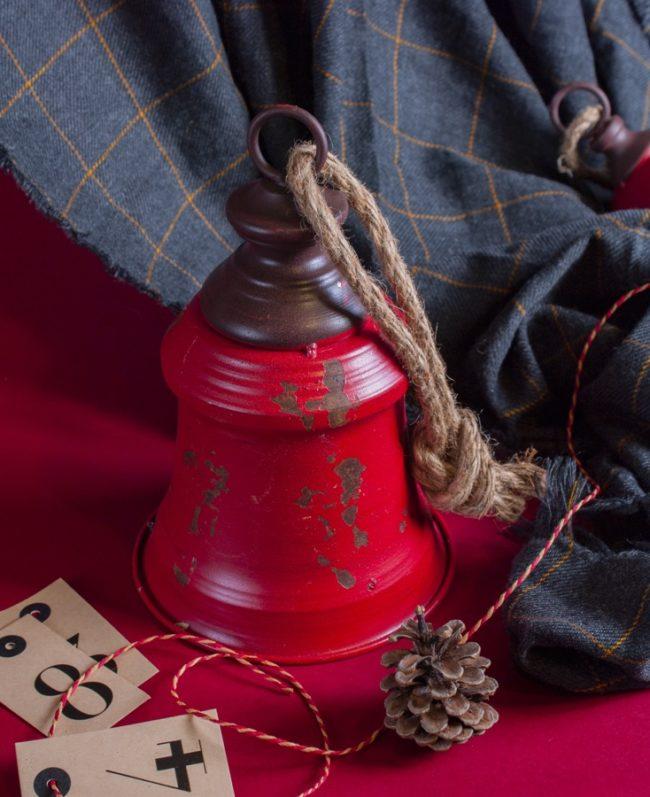 campanella-di-natale-rossa-con-elementi-natalizi-per-decorare-la-casa-key-home-store